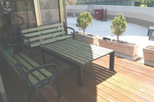 ברצלונה 005 800x531 600x398 - שולחן עץ בסיס ברזל דגם 2