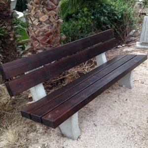 164285ImageFile2 300x300 - ספסל עץ שילוב בטון דגם 1