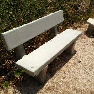 בטון חלק עם משענת 2 300x300 - ספסל בטון חלק עם משענת
