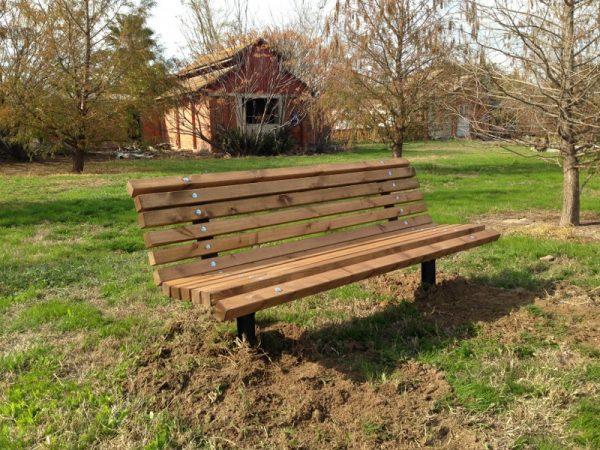 IMG 3809 800x600 600x450 - ספסל עץ מלא לגינה דגם אורן