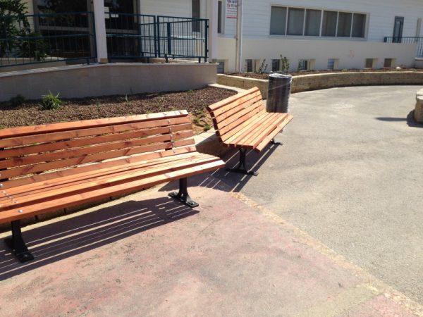 IMG 4519 Custom 600x450 - ספסל עץ מלא לגינה דגם אורן