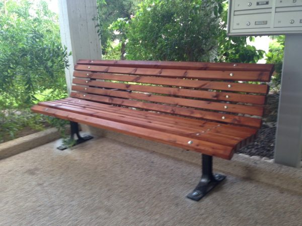 IMG 5898 Custom 1 600x450 - ספסל עץ מלא לגינה דגם אורן