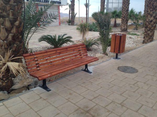 IMG 5933 Custom 600x450 - ספסל עץ מלא לגינה דגם אורן